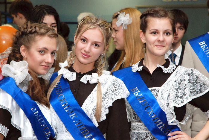 pricheski-na-poslednij-zvonok-2019-foto-15