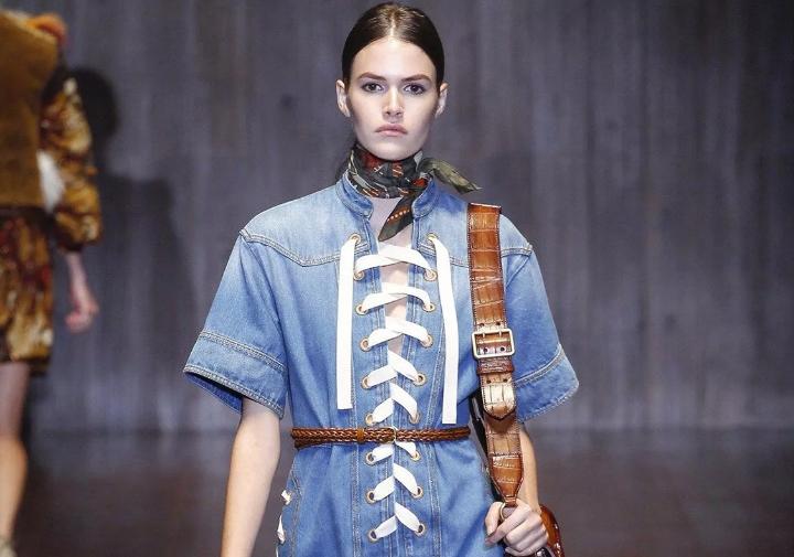 Шнуровка на одежде тренд осени 2020