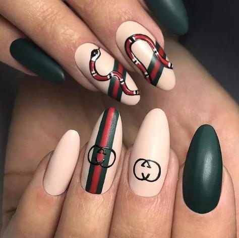 Дизайн ногтей Гуччи