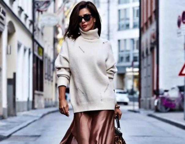 атласная юбка со свитером
