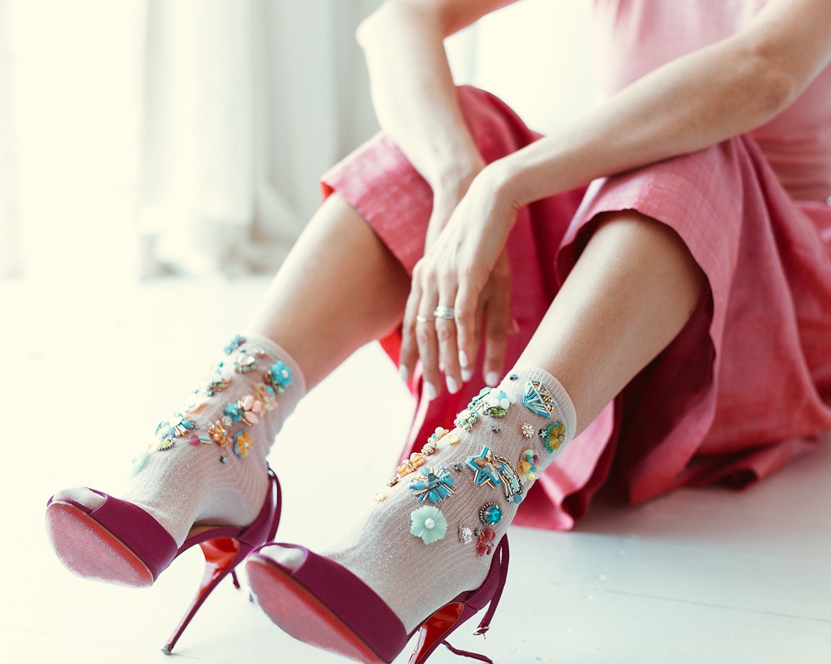 4 тренд - туфли в сочетании с гетрами и носками фото 3